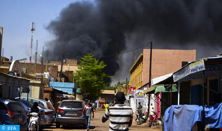 epaselect epa06575783 Smoke rises in the streets amidst a suspected terrorist attack in the capital Ouagadougou, Burkina Faso, 02 March 2018. According to reports at least 28 people have been killed in the attacks on the French embassy and miltary HQ in Ouagadougou. It is yet unclear who stands behind the attacks.  EPA-EFE/STR