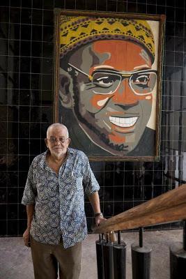 Foto Manecas dos Santos na sede do PAIGC