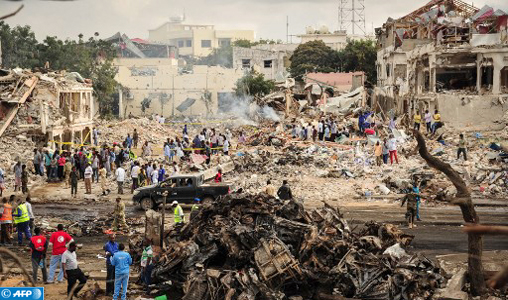 EDITORS NOTE: Graphic content / A picture taken on October 15, 2017 shows a general view of the scene of the explosion of a truck bomb in the centre of Mogadishu. A truck bomb exploded outside a hotel at a busy junction in Somalia's capital Mogadishu on October 14, 2017 causing widespread devastation that left at least 20 dead, with the toll likely to rise. / AFP PHOTO / Mohamed ABDIWAHAB