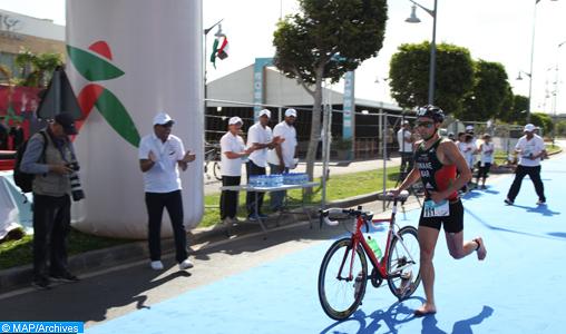 Les athlètes Marocain Badr Siwan et la Tunisienne Ons Lajili ont remporté la première édition du triathlon de Rabat disputée samedi à Rabat (marina du Bouregreg) avec des chronos respectifs de 1h 01min 32 et 1h 16min:24 après 750 m de nage, 20 km de vélo et 5km de course.