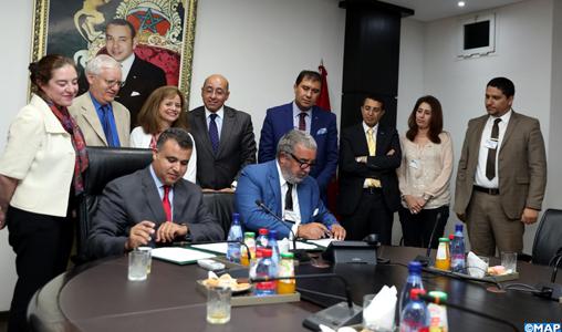 Le Directeur Général de l'Agence Marocaine de Presse (MAP), M. Khalil Hachimi Idrissi et le Président-Directeur général de «Marita Group», M. Rahal Boulgoute, signent, mercredi (18/07/2018) à Rabat, un mémorandum d'entente en vue de la construction d'un «International Media City»