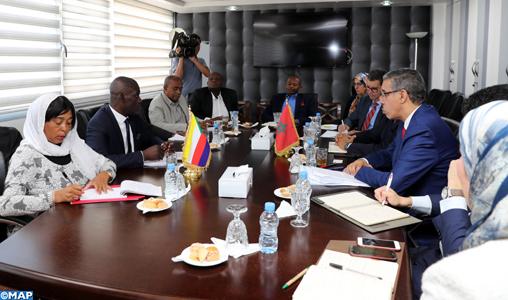 Le ministre de l'Energie, des Mines et du développement durable, M. Aziz Rebbah, s'entretient, lundi (15/10/2018) à Rabat, avec le directeur général du secteur de l'énergie, des mines et de l'eau de l'Union des Comores, M. Ali Ibrahim Mama Ziada