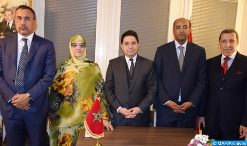Tenue, jeudi (06/12/18), au siège de la mission diplomatique permanente du Maroc auprès de l'Onu à Genève, d'une conférence de presse à l'issue de la table ronde au sujet du différend régional sur le Sahara marocain. Cette conférence s'est déroulée en présence de M. Nasser Bourita, ministre des Affaires étrangères et de la Coopération internationale qui a conduit la délégation marocaine à cette table ronde, M. Omar Hilale, représentant permanent du Royaume auprès des Nations Unies à New York, du président de la région de Laâyoune-Sakia El Hamra, Sidi Hamdi Ould Errachid, du  président de la région de Dakhla Oued Edahab, Ynja Khattat et Mme Fatima Adli , militante associative de la ville de Smara.