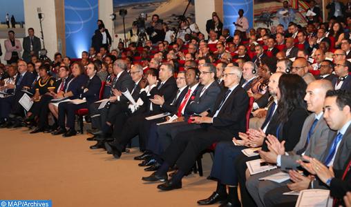 Les travaux de la 4e édition du Forum de Crans Montana (FCM) se sont ouverts, vendredi (16/03/18) à Dakhla, sous le Haut patronage de SM le Roi Mohammed VI, avec la participation de plus d'un millier d'invités et de responsables de haut niveau représentant plus d'une centaine de pays.