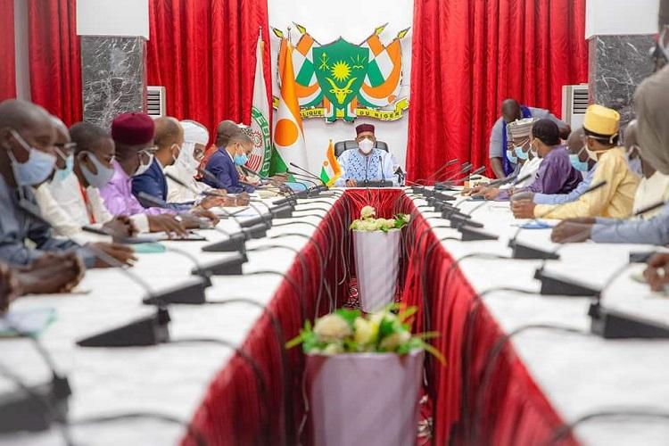 Rencontre entre le Président Mohamed Bazoum et les responsables syndicaux du secteur de l'éducation